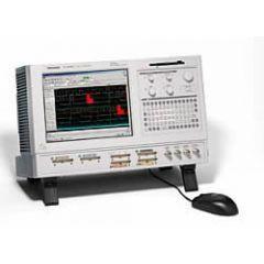 TLA5203 Tektronix Logic Analyzer