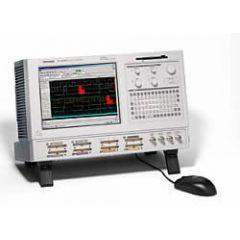TLA5204 Tektronix Logic Analyzer